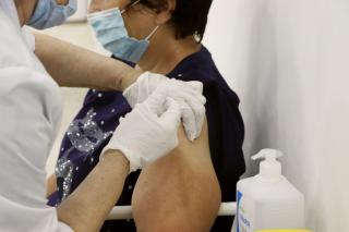Фото: Екатерина Дымова / PRIMPRESS | Главврач госпиталя в Приморье рассказала, какой категории граждан обязательно нужно сделать прививку от COVID-19