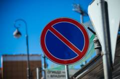 Дорожный знак «наказал» «мастера парковки» во Владивостоке