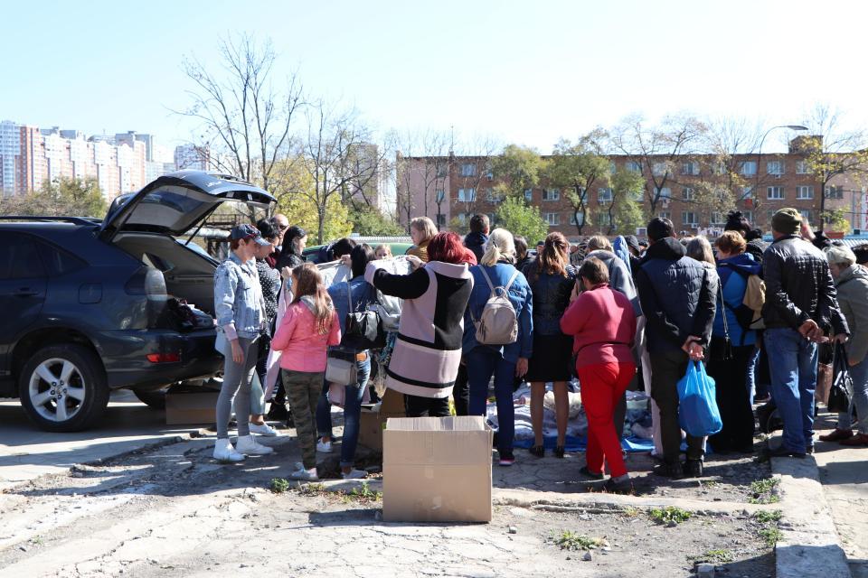 Уцененка от погорельцев: во Владивостоке продают вещи из ТЦ «Максим»