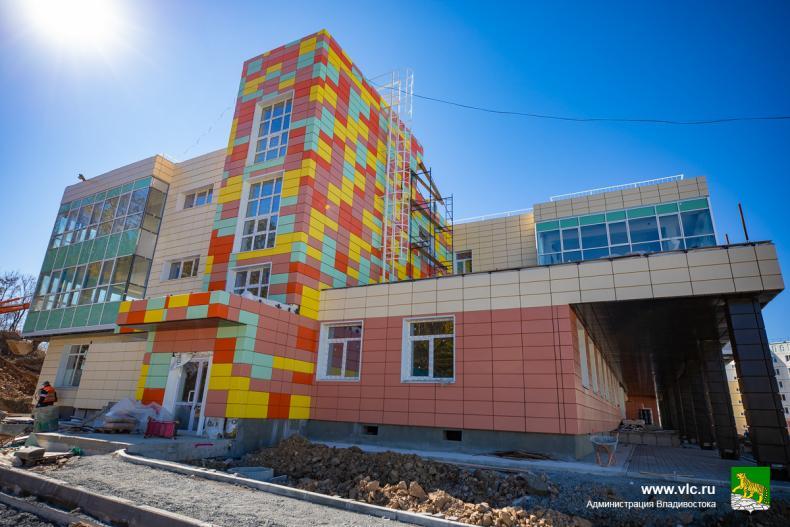 В одном из микрорайонов Владивостока завершается строительство детского сада