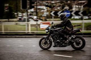 Мотоциклистам запретят падать и научат их маневрировать