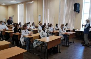 Фото: primorsky.ru | Анастасия Худченко рассказала студентам ТГМУ о мерах социальной поддержки медиков