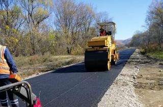 Фото: АО «Примавтодор» | На дорогах Приморья завершается ямочный ремонт