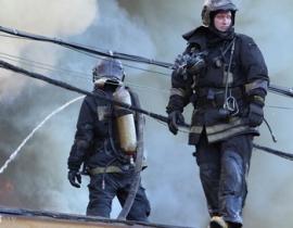 Охваченный пламенем дом потушили приморские пожарные
