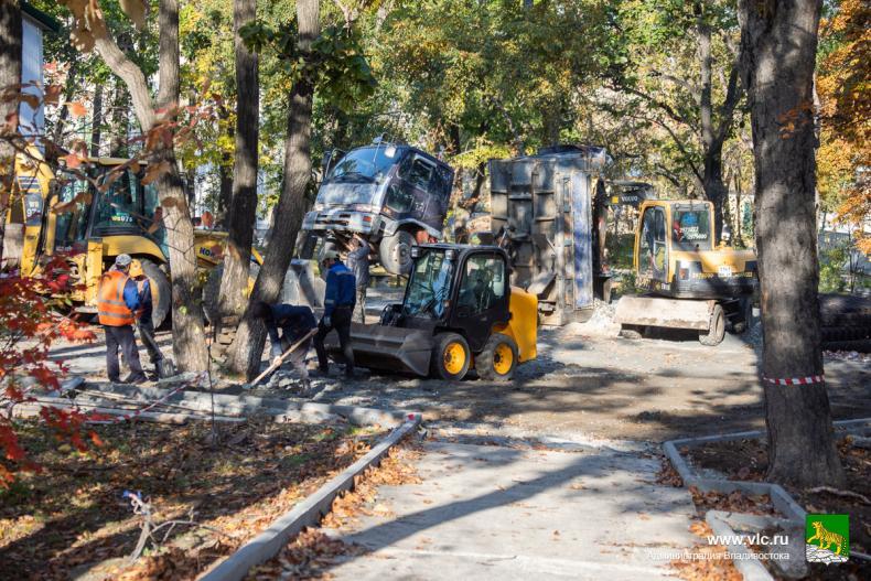 Во Владивостоке продолжается капитальный ремонт Покровского парка