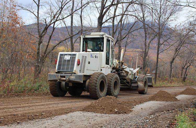 Полным ходом идет ремонт дороги, ведущей к горнолыжной базе в Арсеньеве
