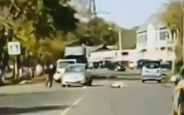 Камера сняла, что сделал водитель после того, как сбил девочку