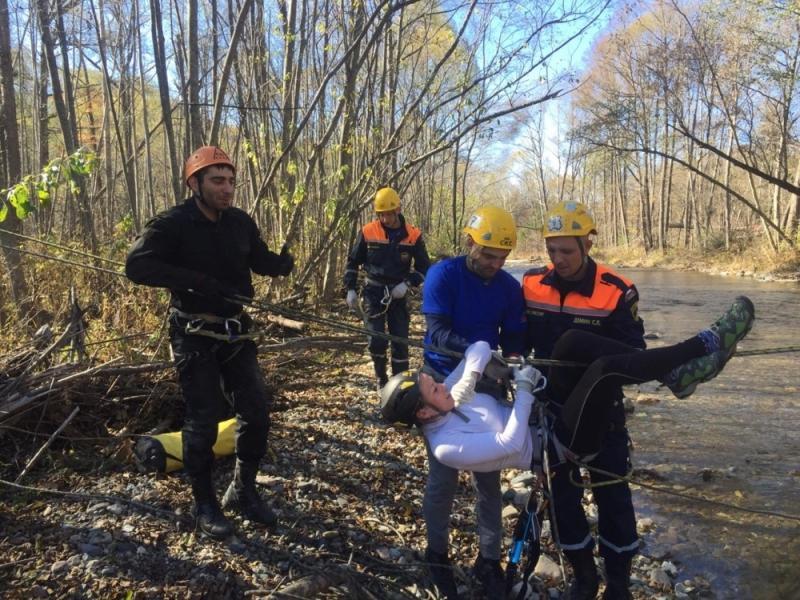 На учениях МЧС в Приморье студенты случайно спасли человека