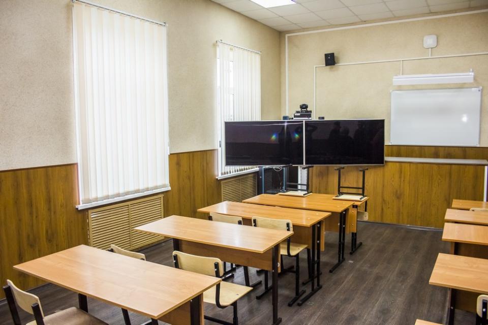 В школах Приморья усилят меры безопасности после трагедии в Керчи