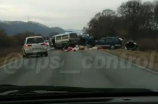 Четыре автомобиля не поделили дорогу в Приморье