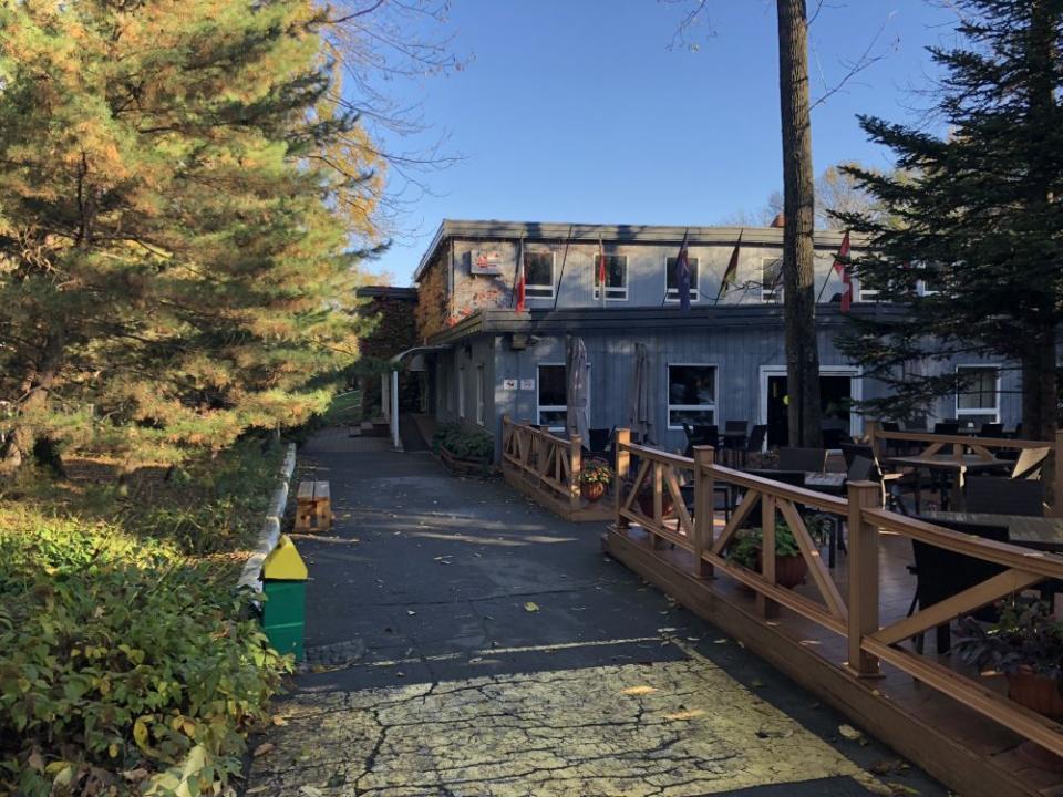В пригороде Владивостока закрывается «канадская» гостиница