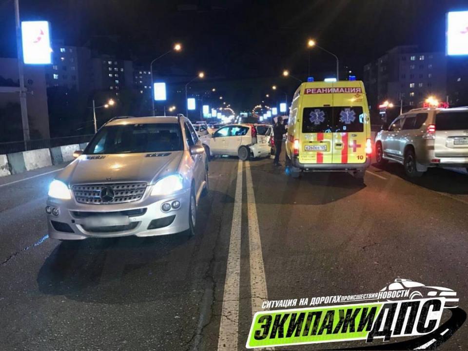 Luxury-ДТП произошло на путепроводе во Владивостоке