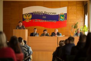Ветераны органов внутренних дел встретились во Владивостоке с молодыми сотрудниками