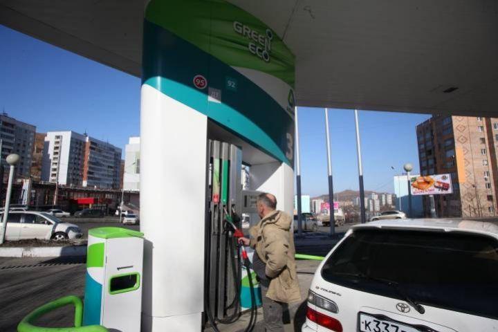 Олег Кожемяко и Эдуард Худайнатов обсудили развитие топливного рынка в регионе