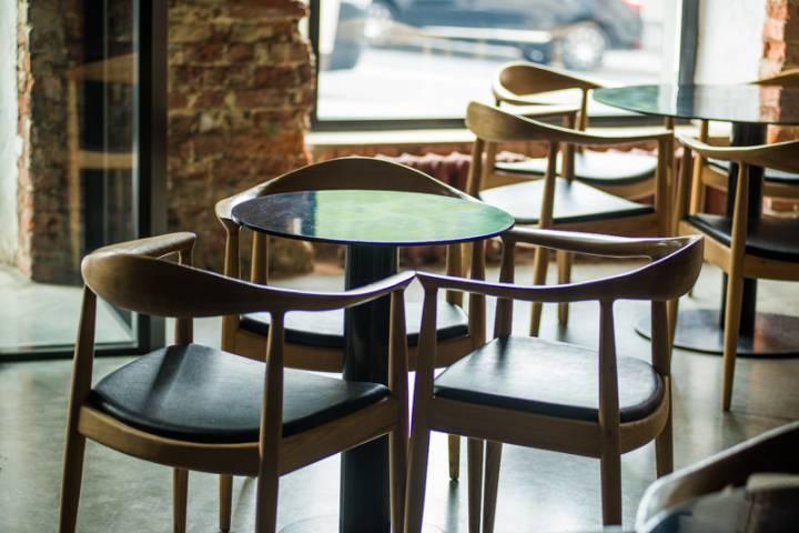 «Почувствовала, что что-то щекочет руку»: горожанка – о посещении известного кафе