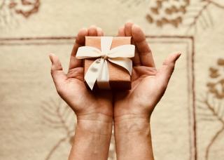 Фото: pexels.com   Кто может дарить чиновникам подарки?