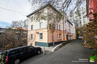 Фото: Евгений Кулешов / vlc.ru   Несколько десятков фасадов зданий отремонтировали во Владивостоке