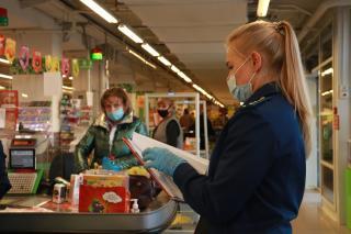 Фото: PRIMPRESS | Рейд с проверкой санитарно-эпидемиологических норм под руководством прокуратуры прошел во Владивостоке