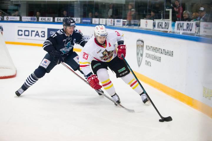 Владивостокский «Адмирал» надомашнем льду обыграл китайский «Куньлунь»— Хоккей