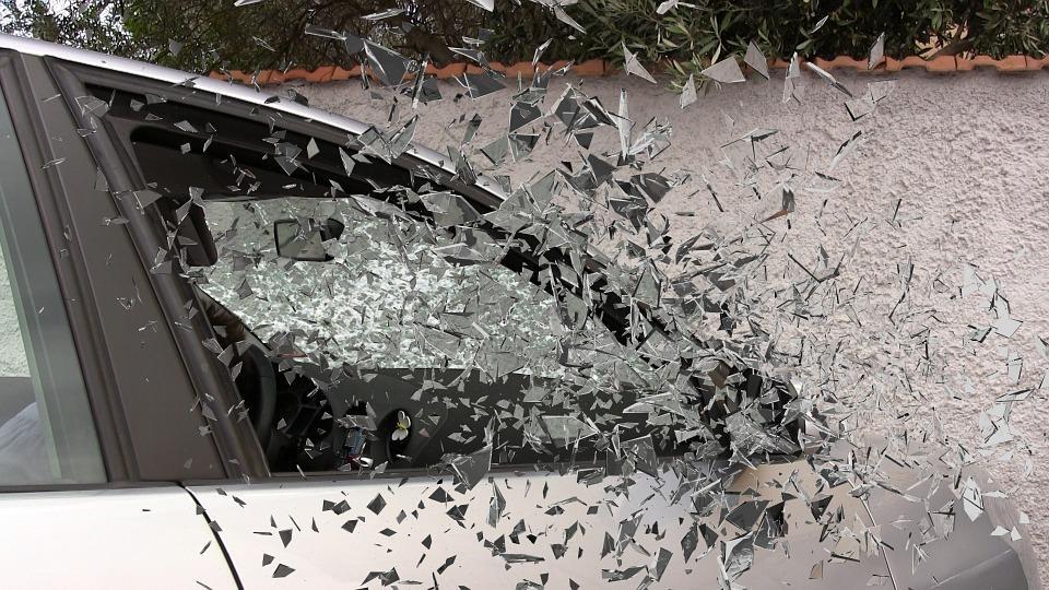«Один вон валяется»: тяжелое ДТП сняли на видео в Приморье