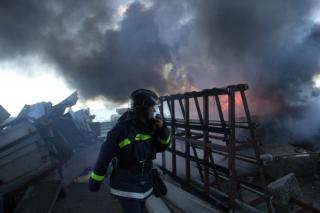 Фото: 25.mchs.gov.ru   Во Владивостоке крупный пожар унес жизни двух человек