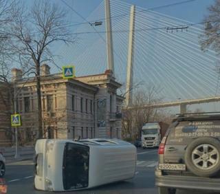 Фото: dps.control | «Прилег, устал»: во Владивостоке автолюбителями запущен новый челлендж
