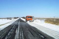 Фото: primorsky.ru | Более 300 единиц спецтехники чистят дороги Приморья от снега