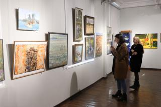 Фото: Екатерина Дымова / PRIMPRESS | Выставка: во Владивостоке отмечают 75-летие художественного училища