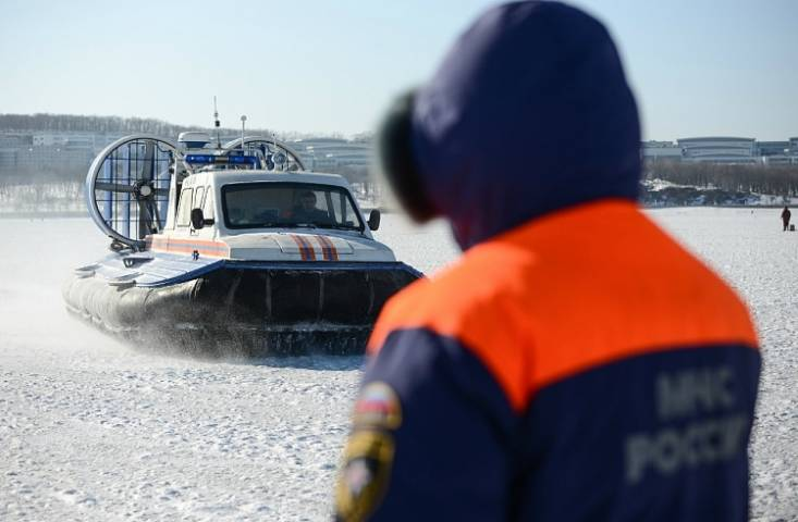 Несколько человек дрейфуют нальдине воВладивостоке— МЧС