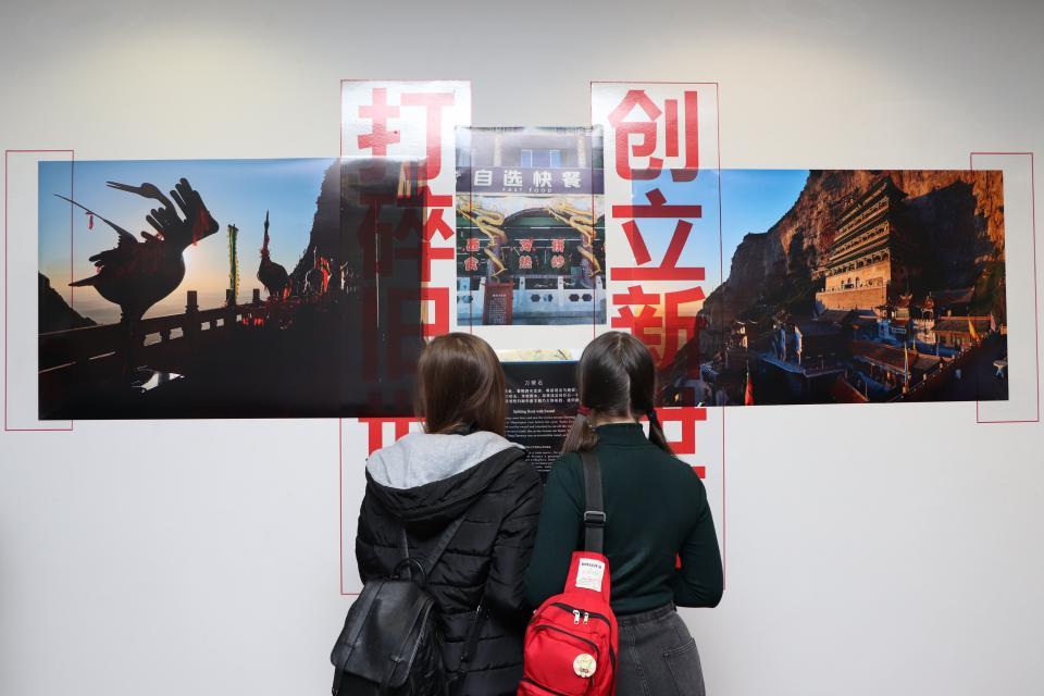 Молодой фотограф представил во Владивостоке концептуальную выставку