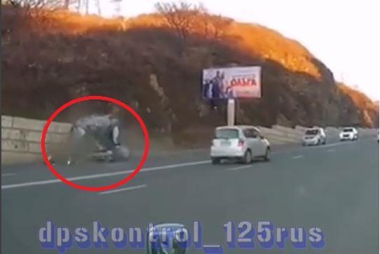 Момент жесткого ДТП во Владивостоке попал на видео