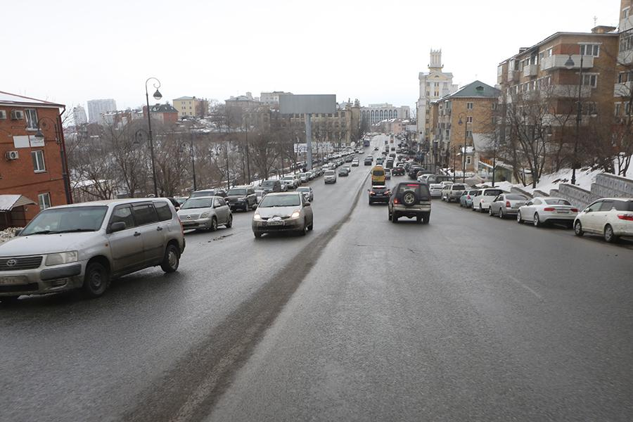 «Оно по всей дороге»: о новой опасности предупреждают автомобилистов