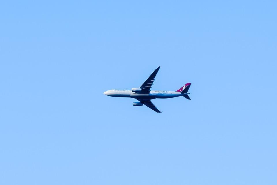 Самолет из Москвы не долетел до Владивостока из-за женщины