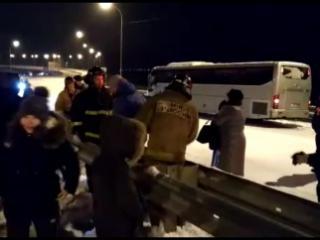 Восемнадцать детей из Находки застряли в заблокированном снегом автобусе на трассе