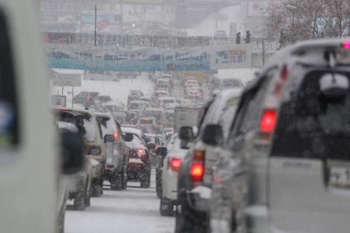 ВоВладивостоке ввели ограничения надвижение транспорта из-за снегопада