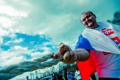 Фото: Семен Апасов | Приморский силач Иван Савкин сдвинул автопоезд весом 38 тонн