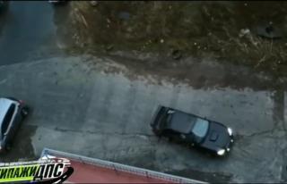 Фото: кадр из видео   «Субарик», который смог»: видео с ледяной дороги Владивостока стало хитом