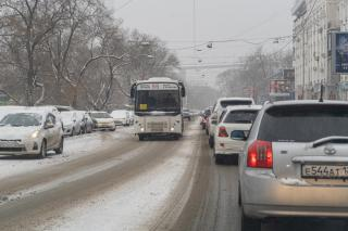 Фото: Татьяна Меель / PRIMPRESS   Стало известно, сколько автобусов и трамваев вышло на линию во Владивостоке