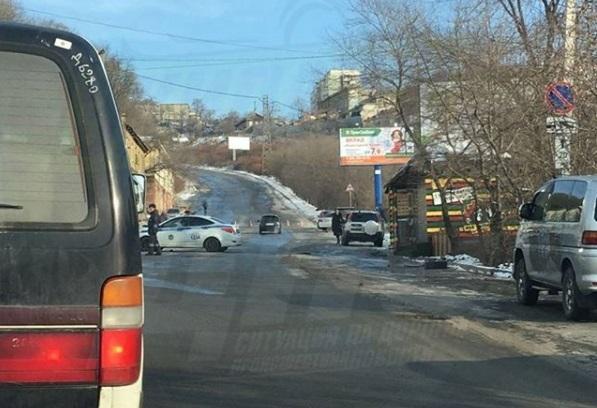Улицу Капитана Шефнера перекрыли во Владивостоке