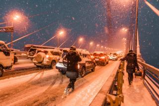 ОПРОС: вы в первый снегопад как долго в пробке стояли во Владивостоке?