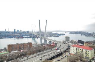 Фото: primorsky.ru | Движение транспорта и пешеходов вблизи Золотого моста во Владивостоке будет перекрыто