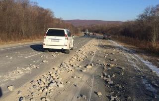 Фото: скриншот Dpscontrol   Приморскую дорогу «посыпали» крупным гравием