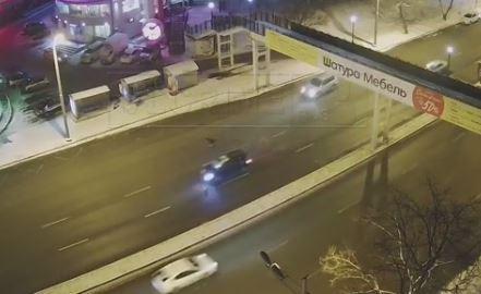 ВоВладивостоке иностранная машина снесла мужчину напешеходном переходе