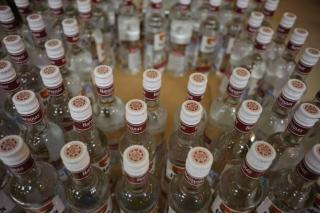 Около 200 литров контрафактного алкоголя изъяли во Владивостоке