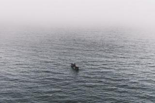 Горевшее в Японском море судно отбуксировали в Приморье