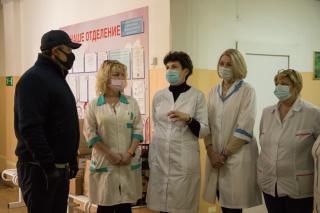 Виктор Пинский передал витамины детям, проходящим реабилитацию после тяжелых инфекций