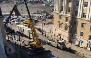 Перевернувшуюся в центре Владивостока фуру убрали с проезжей части