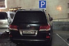 Очередной инвалид на Lexus с «крутым» номером замечен на парковке супермаркета