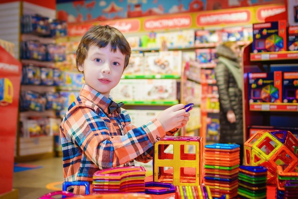 Опасное детство: какие игрушки нельзя дарить ребенку