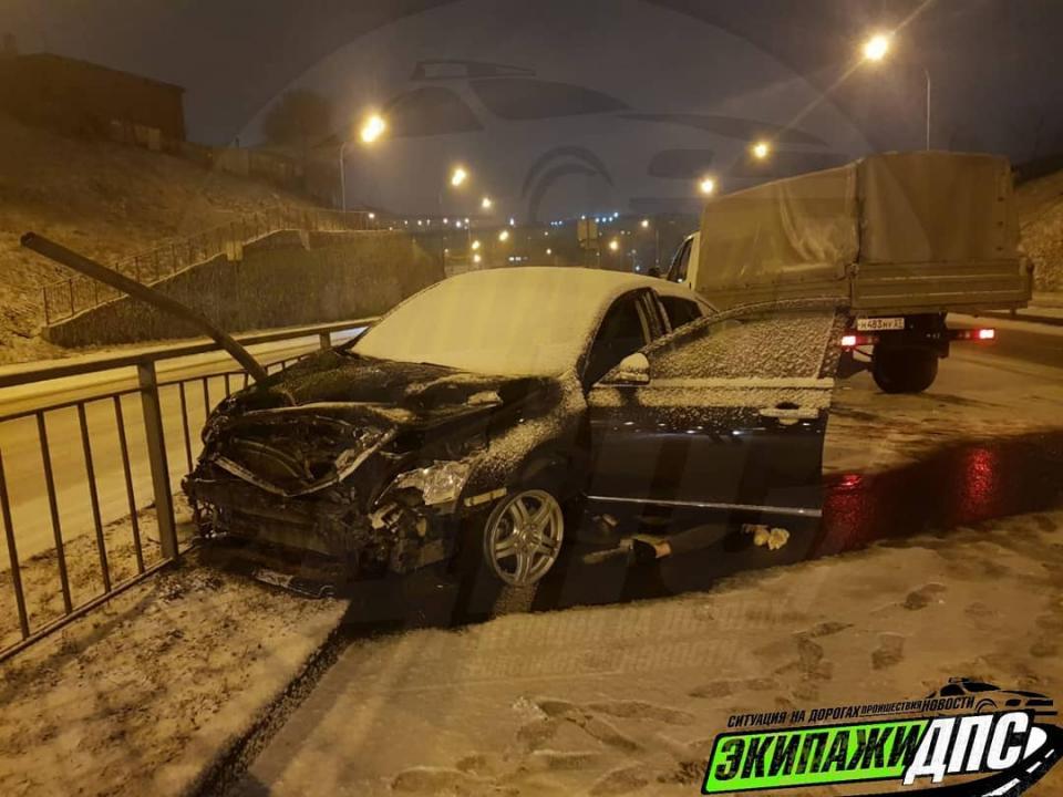 Насадило на часть леера: во Владивостоке произошло жуткое ДТП